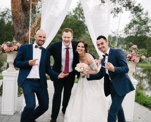 Jolita ir Arminas_svesklinksmai+vestuviu vedejai