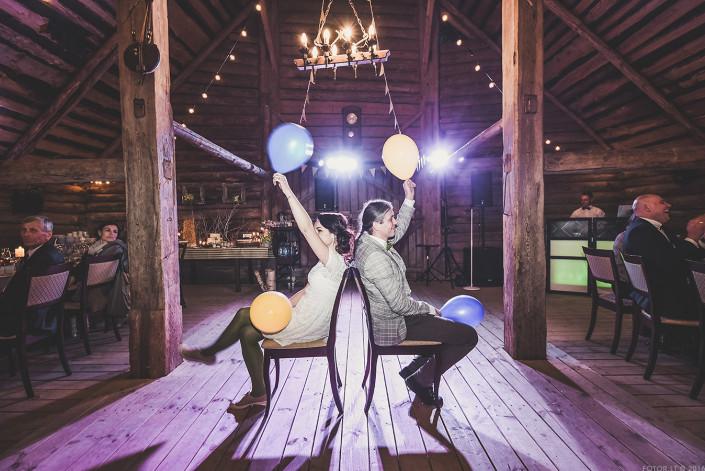 Linksmos šiuolaikiškos Rustic stiliaus vestuvės | www.svesklinksmai.lt