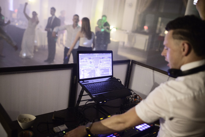Vestuviu vedejo ir DJ duetas
